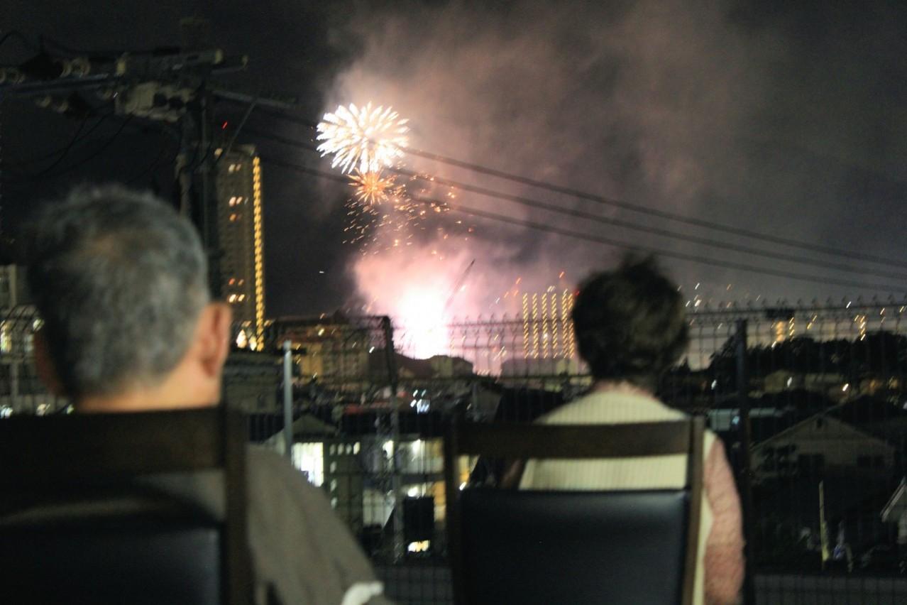 施設から見える夏祭りの花火は絶景☆駅近サ高住で介護時給1400円等