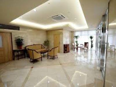 無料駐車場有|介護福祉士なら時給1430円|ホテルみたいな老人ホーム|伏見日野